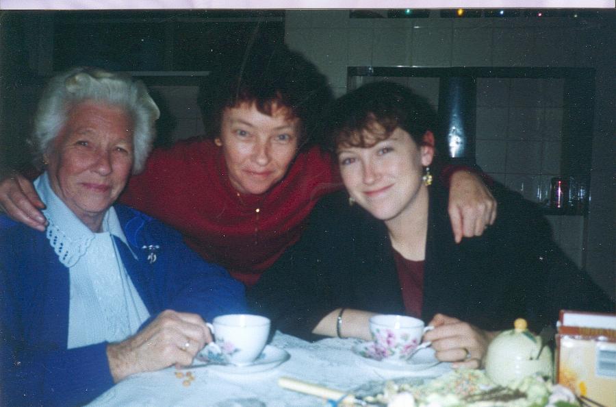 [Nanna,+Mum+and+Amanda.jpg]