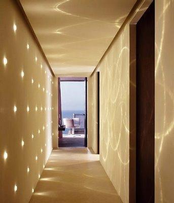 Decoraci n y reformas como iluminar pasillo largo for Decoracion de pasillos de pisos