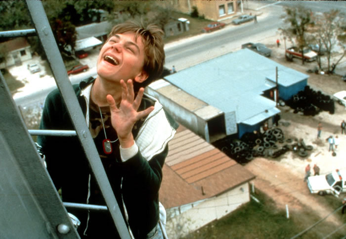 what s eating gilbert grape Darlene cates was unforgettable in what's eating gilbert grape, playing johnny depp and leonardo dicaprio's morbidly obese mother bonnie, who.