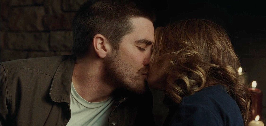 jake gyllenhaal natalie portman dating. Jake Gyllenhaal kissing