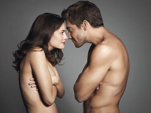 Anne Hathaway, Jake Gyllenhaal go nude for magazine shoot
