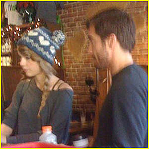 Weirdland jake gyllenhaal and taylor swift thanksgiving for Taylor swift coffee shop