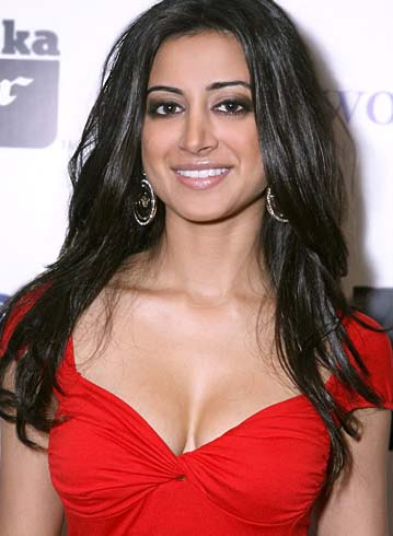 noureen dewulf boobs