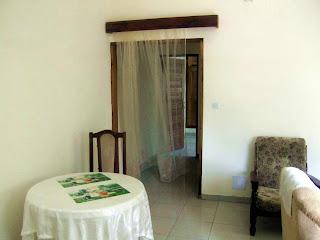 joli salon meuble pour appartement a louer a yaounde