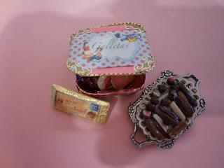 caja de galletas, tarta, turron, bombones en miniatura