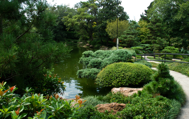 Natural gardening a japanese garden soothing colors and for Japanese garden colors