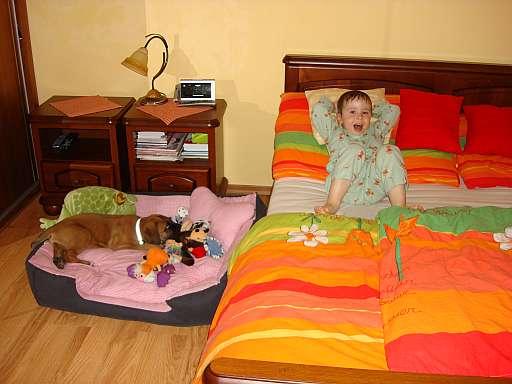 Její ložnice