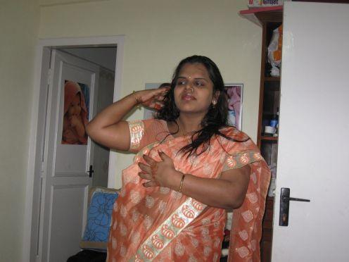 Aunty Hot Mallu: AUNTIES BOOB PRESS