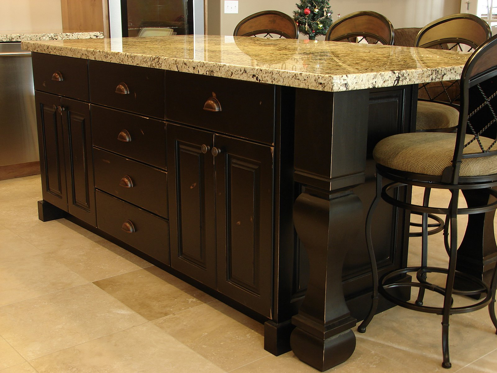 LEC Cabinets: Rustic Knotty Alder Cabinets