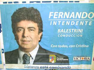 Fernando Espinoza, intendente de la matanza vestido como gerente