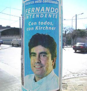 Fernando Espinoza, intendente de la matanza vestido como empleado