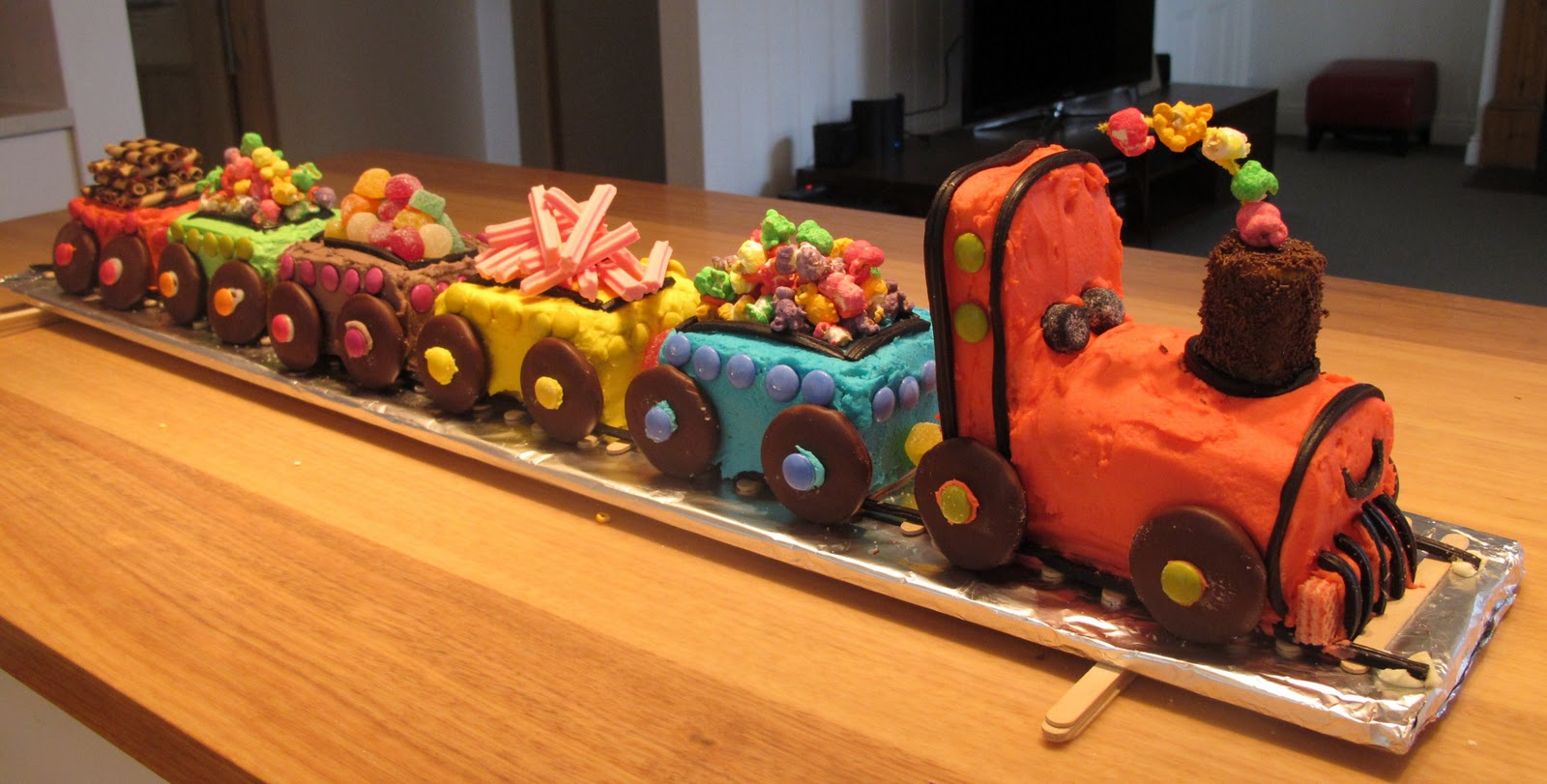 Easy Train Cake images
