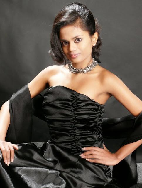 Srilankan Models Rochelle Melani Fernando  Sexy Photos