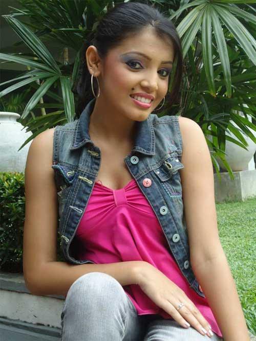Sexy Lankan Actress Uthpala Madhushani Gunathilake Photos