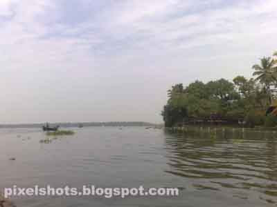 vembanadu lake,kerala backwaters,longest backwater lake in India,keralas biggest backwater lake,kumarakom backwaters
