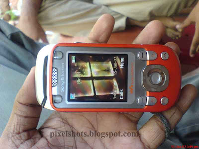 red-w550i-cellphone-from-sonyericsson,sony-walkman-series-phones