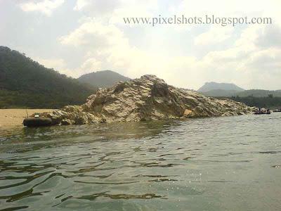 rocks on the banks of river kauveri photograph taken during tour trip to hogenakkel
