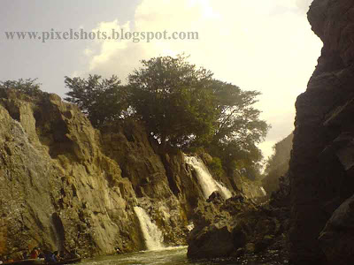 hogenekkal falls,waterfalls in kauveri river in tamilnadu,river falls from rocks