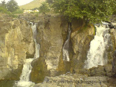 hogenekkal waterfalls photograph in summer season tour trip,tamilnadu tourist attractions,south indian rivers