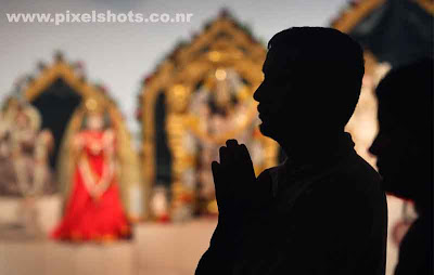 hindus praying in temple in mumbai after the attacks by terrorists on mumbai city