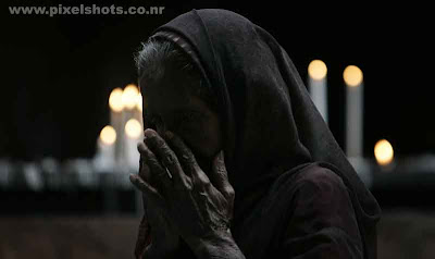 a poor woman praying photographs taken after the terrorist attacks on mumbai india