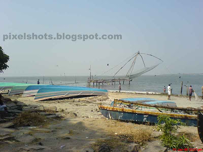 photograph of chinese fishing net from fort cochin kerala