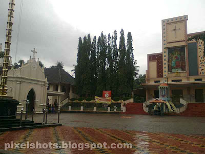 the churches in kottayam kudamaloor kerala.photo of old and new churches in kottayam kudamaloor.churches in the name of mother mary