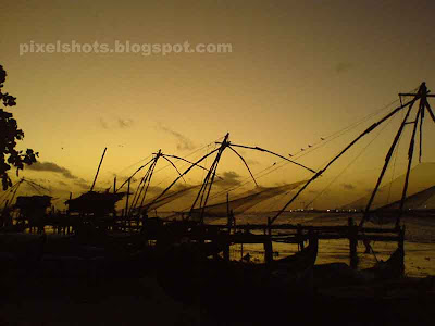 chinese fishing nets fort cochin,photos of sunsets and fishing nets from fort Kochi kerala,sunset scenery from fort cochin ernakulam