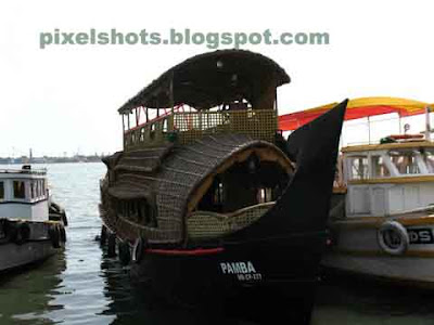 house boats photo,small houseboats,kerala houseboats,backwater tourism,boat journey,tourist houseboats