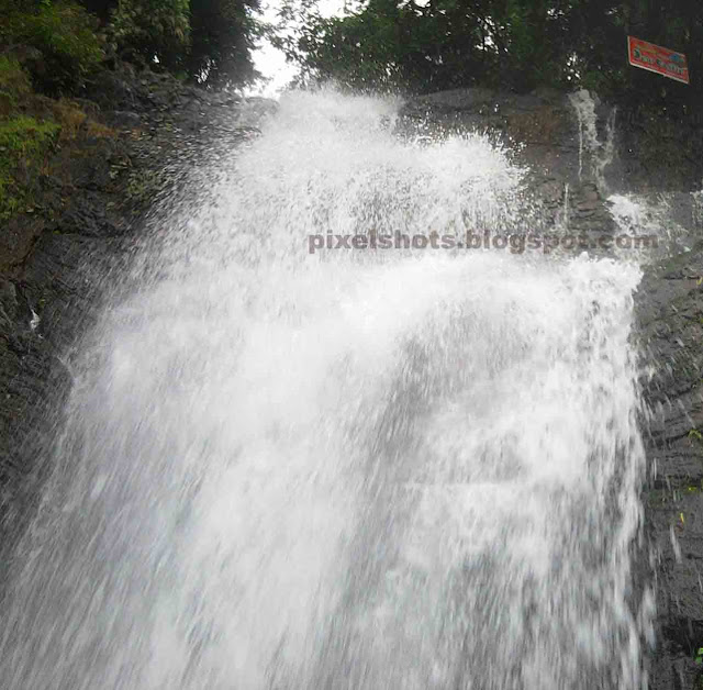 waterfalls closeup,near waterfall photos,murinjapuzha falls,water droplets splashing through rocks in waterfalls,samsung cellphone photographs,samsung monti camera photos 
