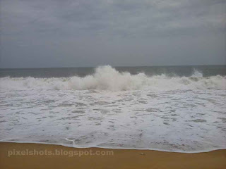 violent sea waves,milky white beach waves,kollam sea,kerala beaches in monsoon fury,rough kerala beaches,monsson time waves in sea