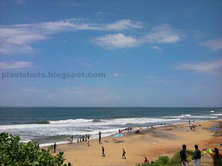 distant view of varkala beach from vehicle parking lot, full view of kerala beach, southern kerala beaches