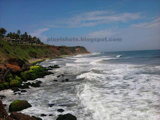 varkala mountain cliffs and beaches,varkala formations,close view of varkala beach waves,rough sea waves from kerala beaches,sea wave hitting beach rocks