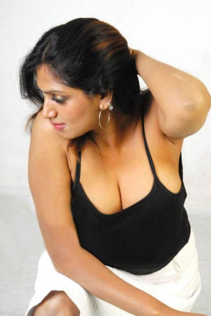 Desi aunties sizzling cleavage pictures sizzling cleavage for Desi sexy imege