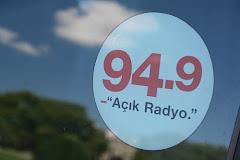 Dünyanın tüm renklerine, tüm seslerine Açık Radyo...