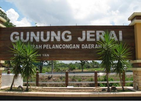 http://3.bp.blogspot.com/_RG645OKQ6dc/TMjbWpv6deI/AAAAAAAAAgI/IN3Qy5fvBGw/s1600/Gunung+Jerai.JPG