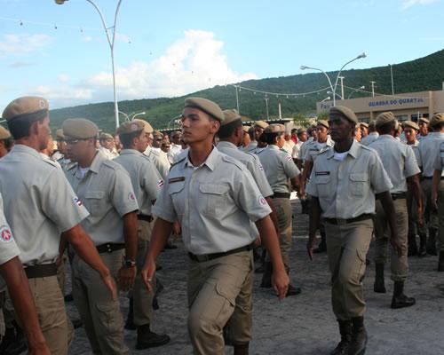 http://3.bp.blogspot.com/_RGdFG-Im9k0/TI_n6jTvoBI/AAAAAAAAZ3A/EVHr-6wbn-c/s1600/policia-militar+forma%C3%A7%C3%A3o+soldados.jpg
