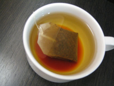 BOH teabag in hot water with slowly spreading brown color