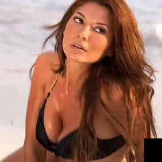 Tamara Bleszynski, Foto Artis, sexy artist, naked