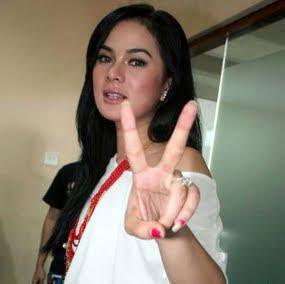 Astrid Tiar, foto artis indonesia,
