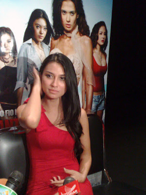Uli Auliani,  Foto Artis,  Hot movie,  new movie, Sexy Dress,