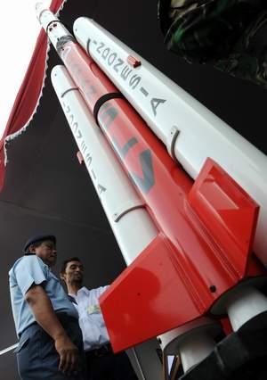 Teknologi Indonesia Bagi Yang Belum Liat Satelit (vehicle)