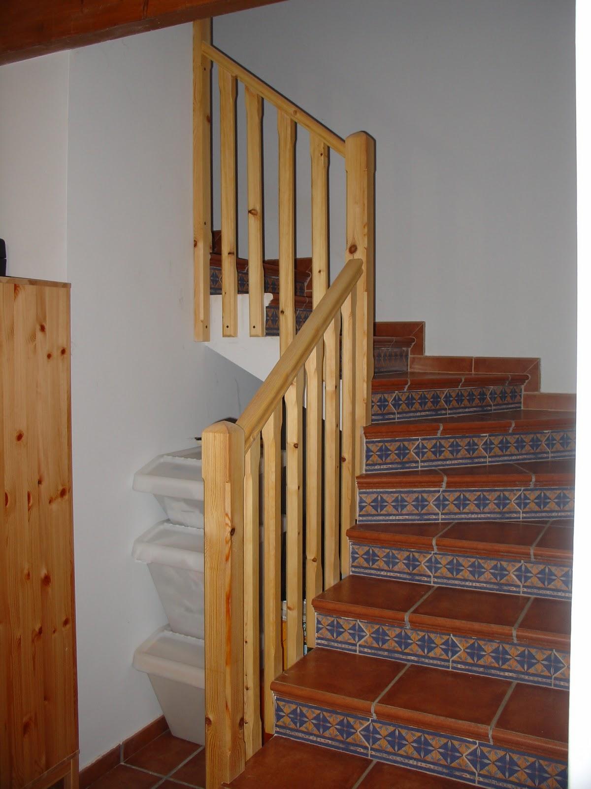 Pope carpinter a tradicional balaustre sobre escalera de obra - Escaleras de obra ...
