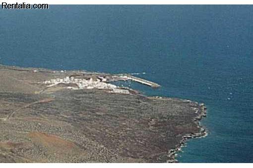 El Gobierno de Canarias alerta por radio a todos los operativos de El Hierro de la inminente erupción volcánica a 12 Km La%2Brestinga