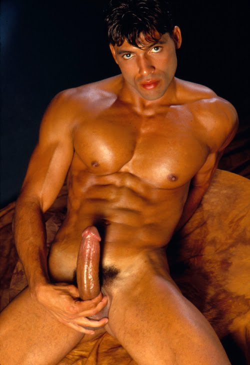 Guy licks pussy until orgasm