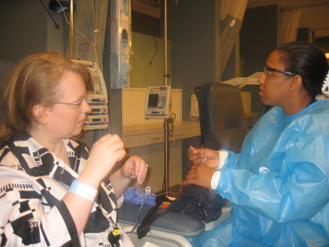 Teaching me how to use my infusion pack to go home