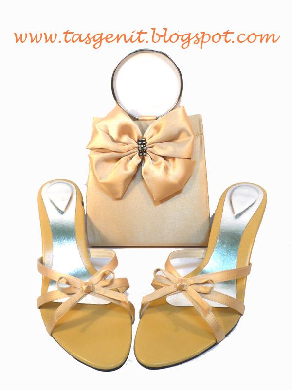 SET MATCHING: Tas Pesta Kolong Besi dan Sandal Pesta Gold ...