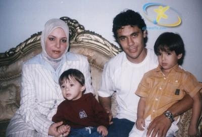 صور لاعبى مصر وزوجاتهم واولادهم 11
