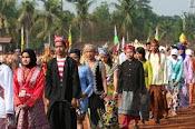 pakaian adat daerah INDONESIA