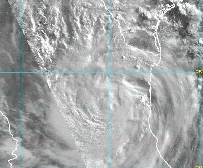 Atlantik aktuell: ALEX weit über mexikanischem Inland - bisher keine Opfer unter Touristen gemeldet, 2010, aktuell, Atlantik, Alex, Mexiko, Hurrikansaison 2010, Hurrikan Satellitenbilder, Tamaulipas, Tote Todesopfer,